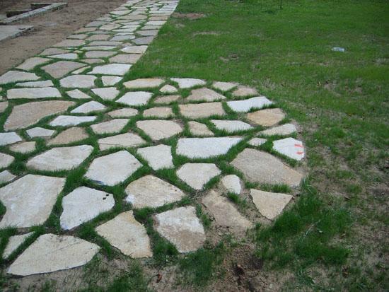 Полагане на камък в градини и дворове
